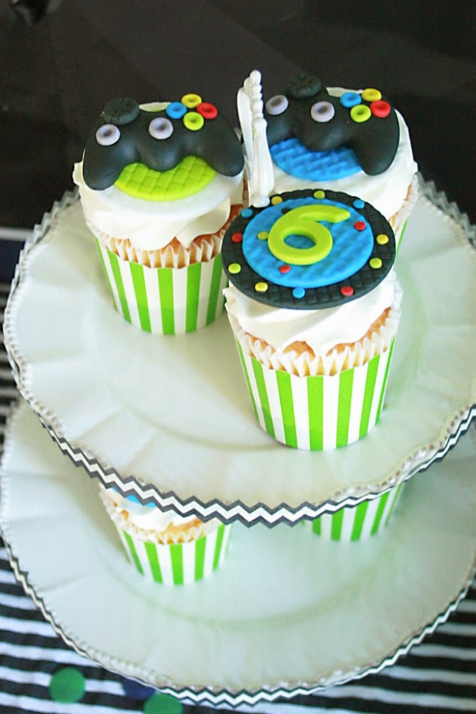 video game controller cupcakes, boys birthday party, video game birthday