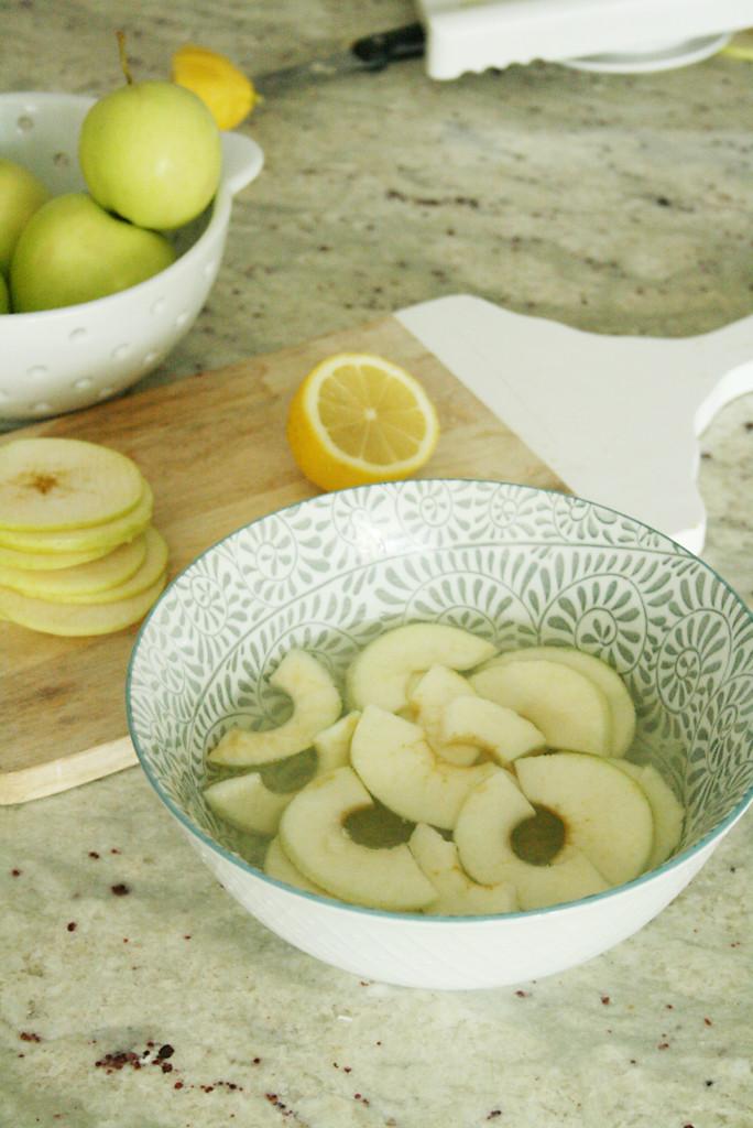 apple slices recipes, how does she, preparing apple slices, lemons