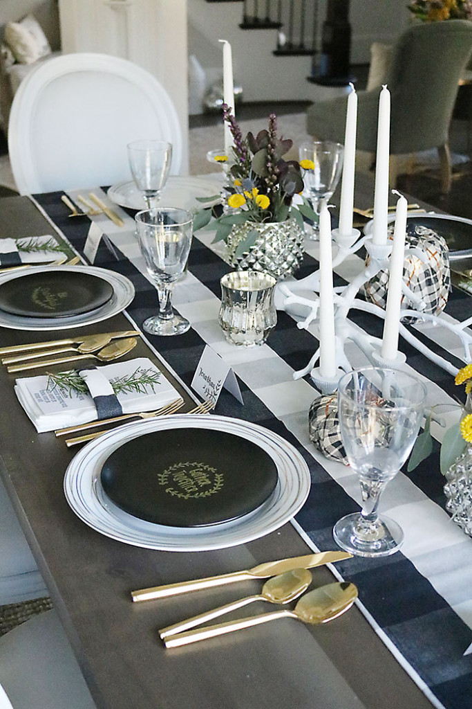 thanksgiving-simples-decorations-table-setting-plaid-runner
