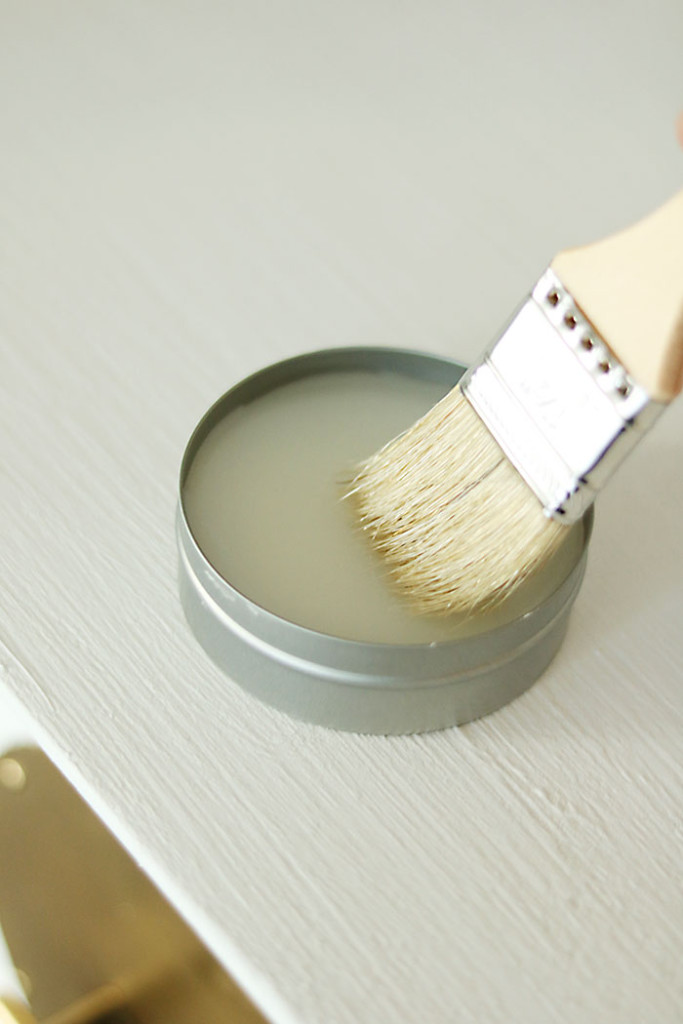 amy-howard-clear-wax-with-brush