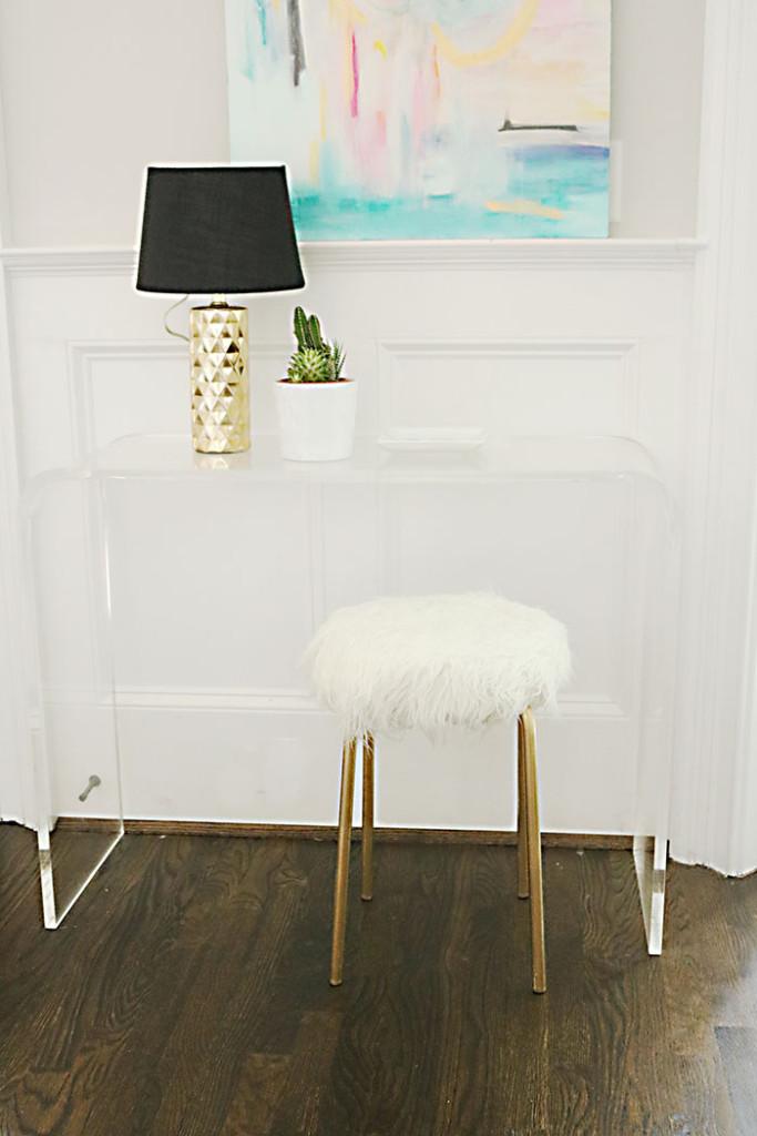 DIY-ikea-hack-white-fur-stool