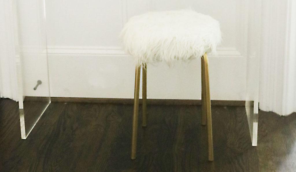 diy-ikea-hack-white-fur-stool-feature