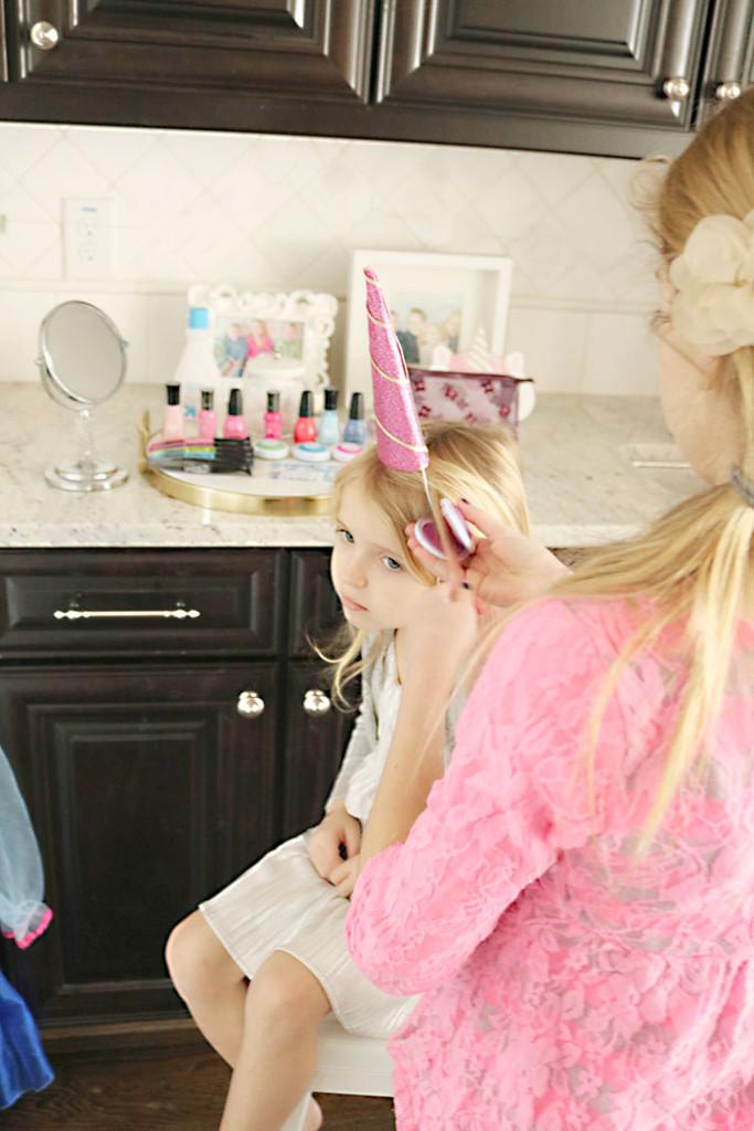 unicorn-birthday-party-makeup-station