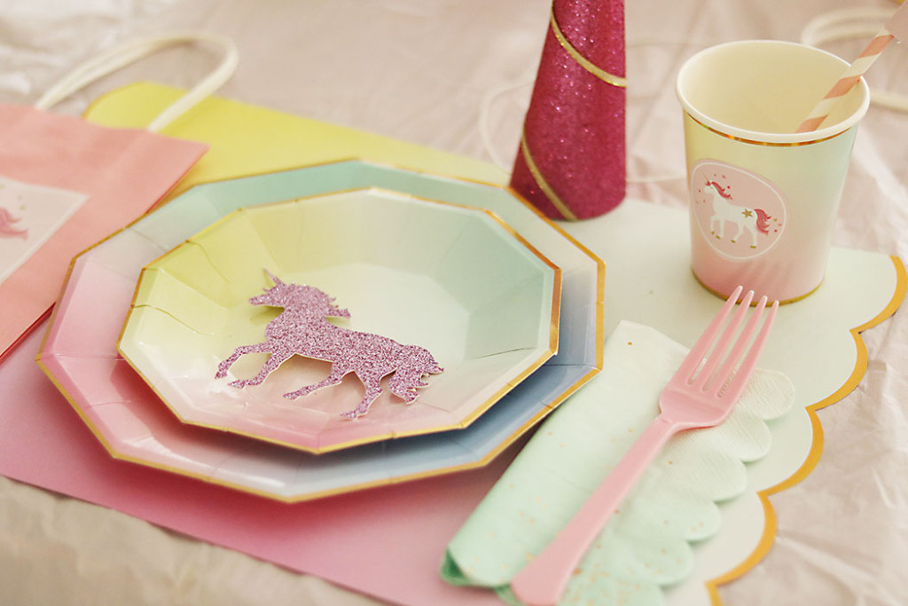 unicorn-birthday-party-ombre-paper-plates