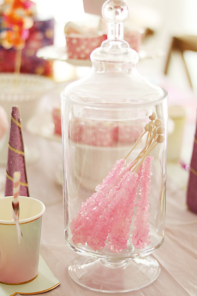 unicorn-birthday-party-rock-candy-lollipop