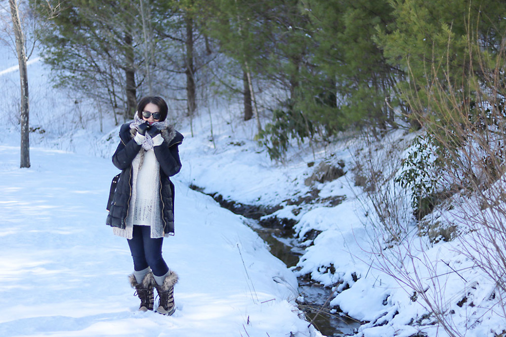 winter-outfit-for-snow-days-fur-scarf