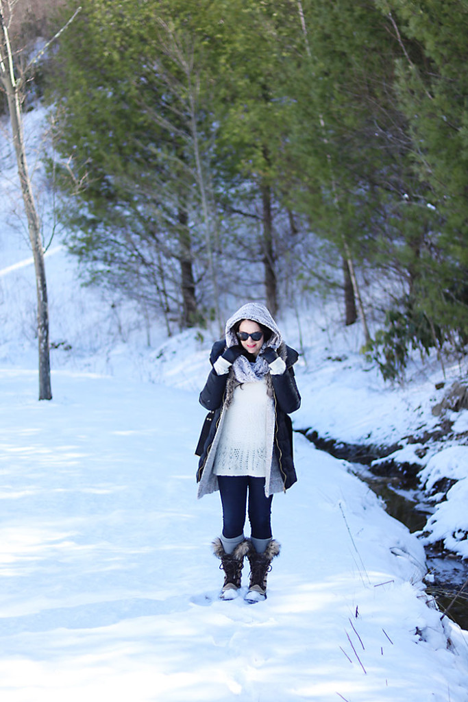 winter-outfit-in-snow-with-fur-scarf