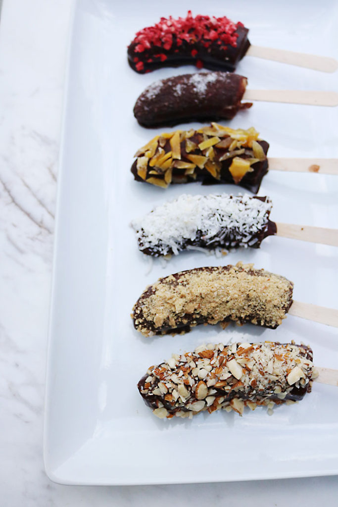 banana-pops-healthy-dessert, healthy chocolate banana pops, raw cacao, assorted toppings that are healthy, dried fruit, raw cacao chocolate syrup