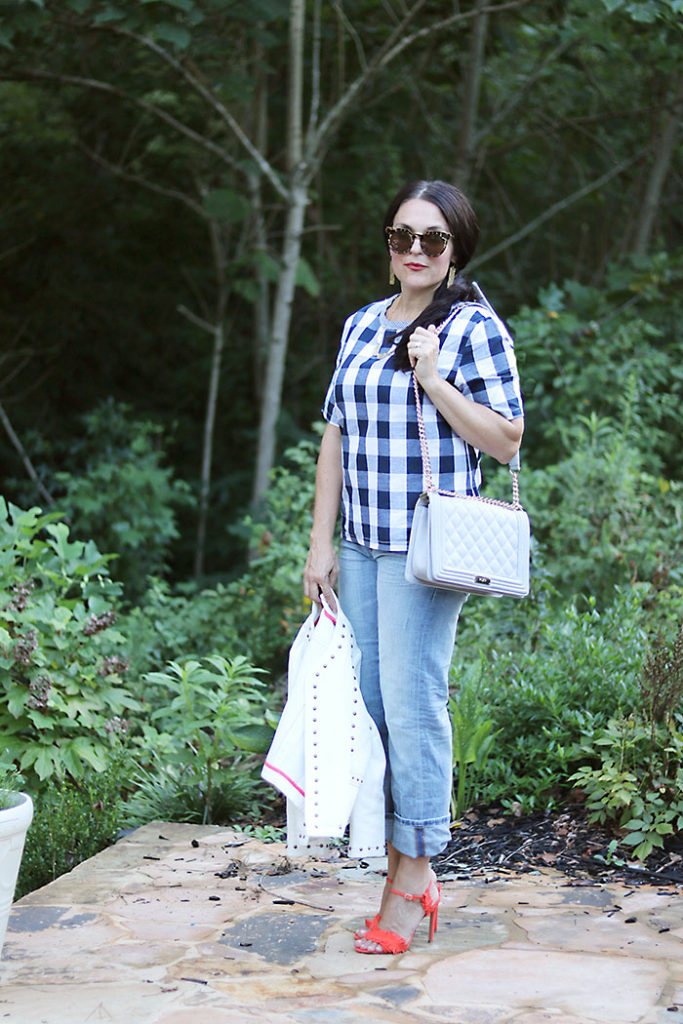 plaid-shirt-to-wear-in-fall, plaid-shirt-and-boyfriend-jeans, romwe, buffalo checks shirt, fall outfit, transitional outfit from fall to summer, plaid shirt for women, boyfriend jeans, banana republic