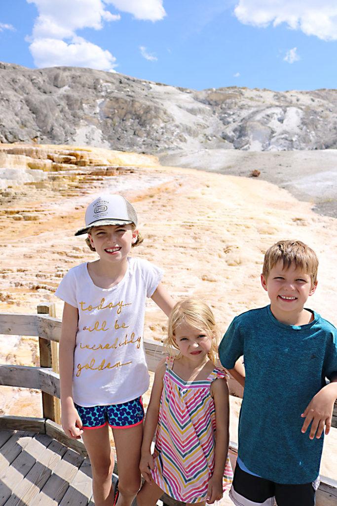 yellowstone-kids-on-mammoth