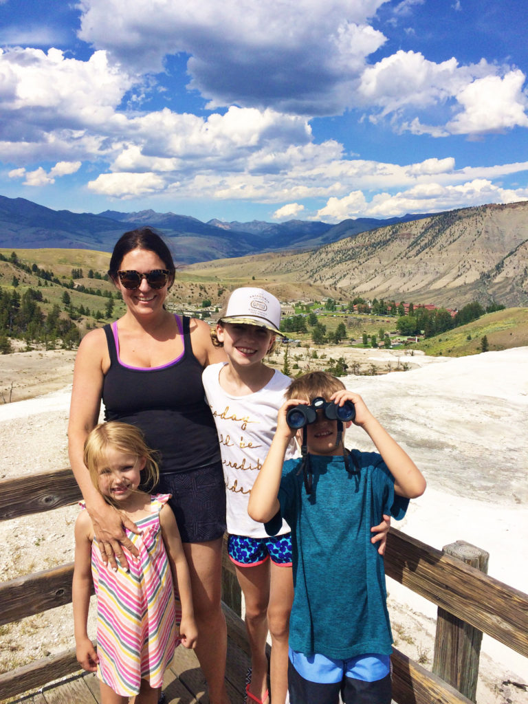 yellowstone-mammoth-with-kids