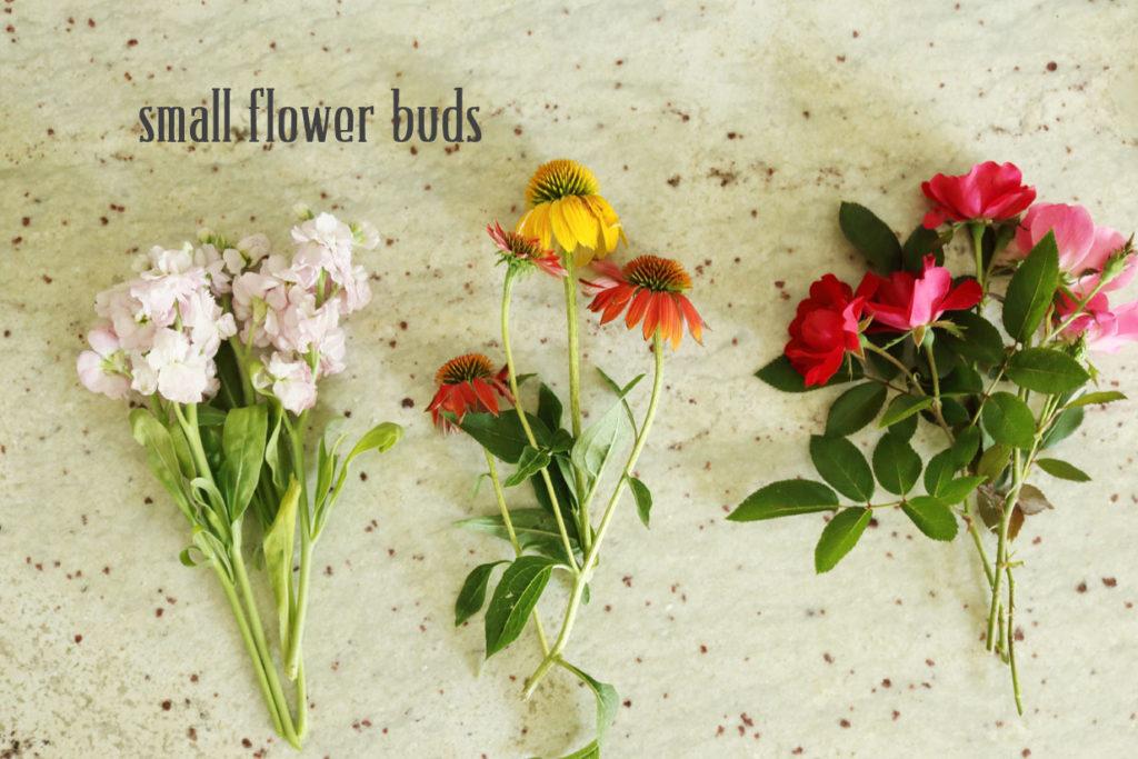 5-minute-flower-arrangements-small-flower-buds