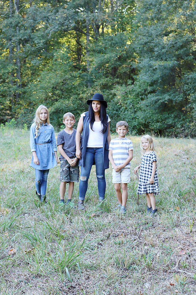 fall-to-do-list-hiking, fall family pictures, fall hiking, fall outfit, fall ideas, things to do in fall