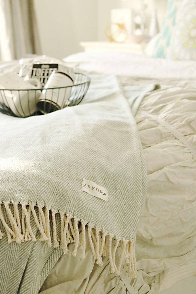 guest-bedroom-sferra-throw-blanket