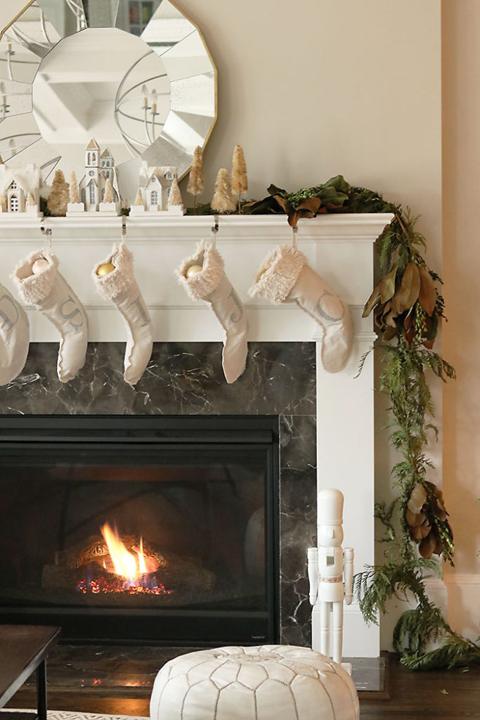 christmas-decorations-by-the-fireplace