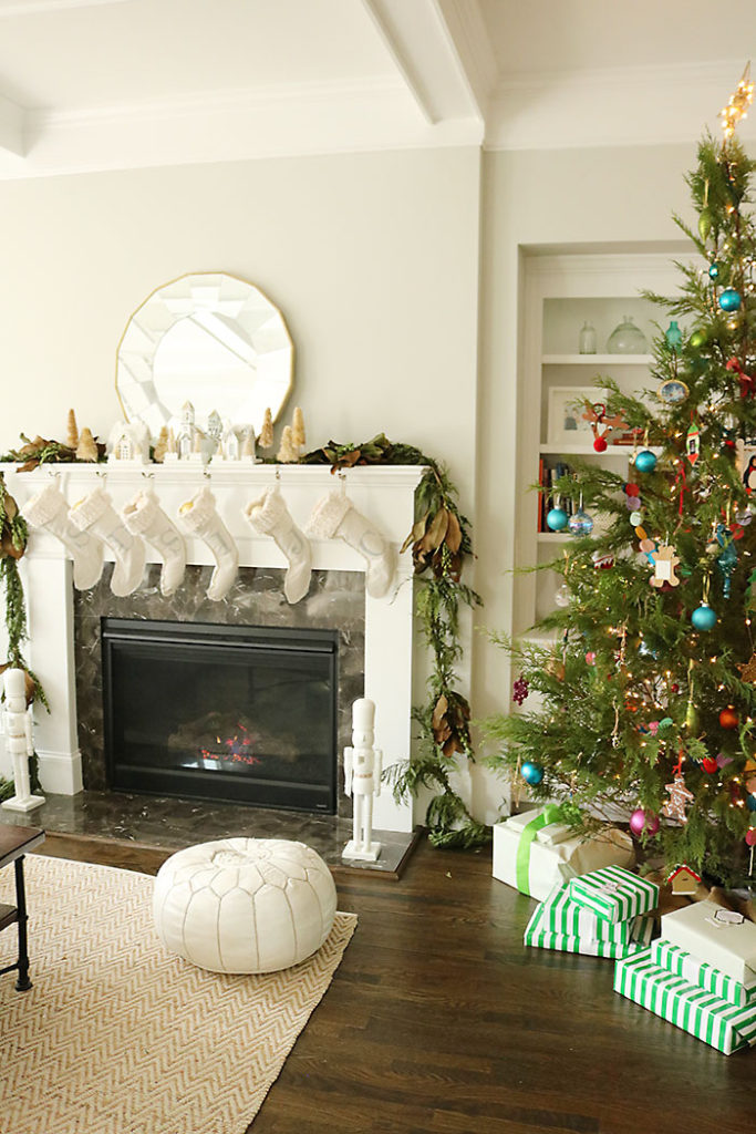 christmas-decorations-living-room-with-tree-and-mantle