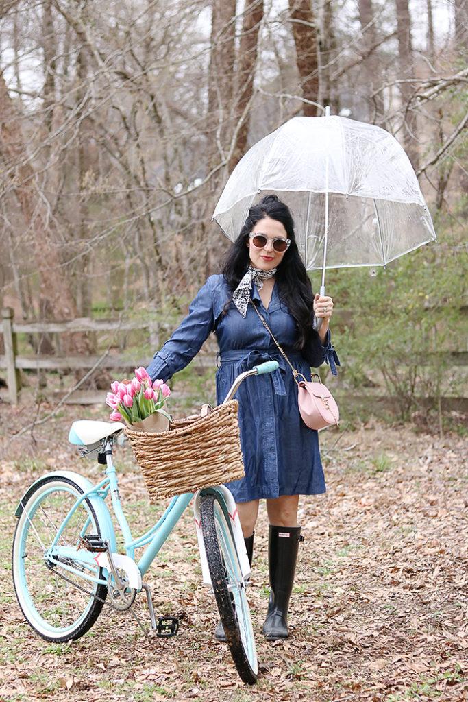 DIY bike basket with old basket and leather belt, diy bike basket, simple, wicker basket, chambray dress, umbrella, hunter boots