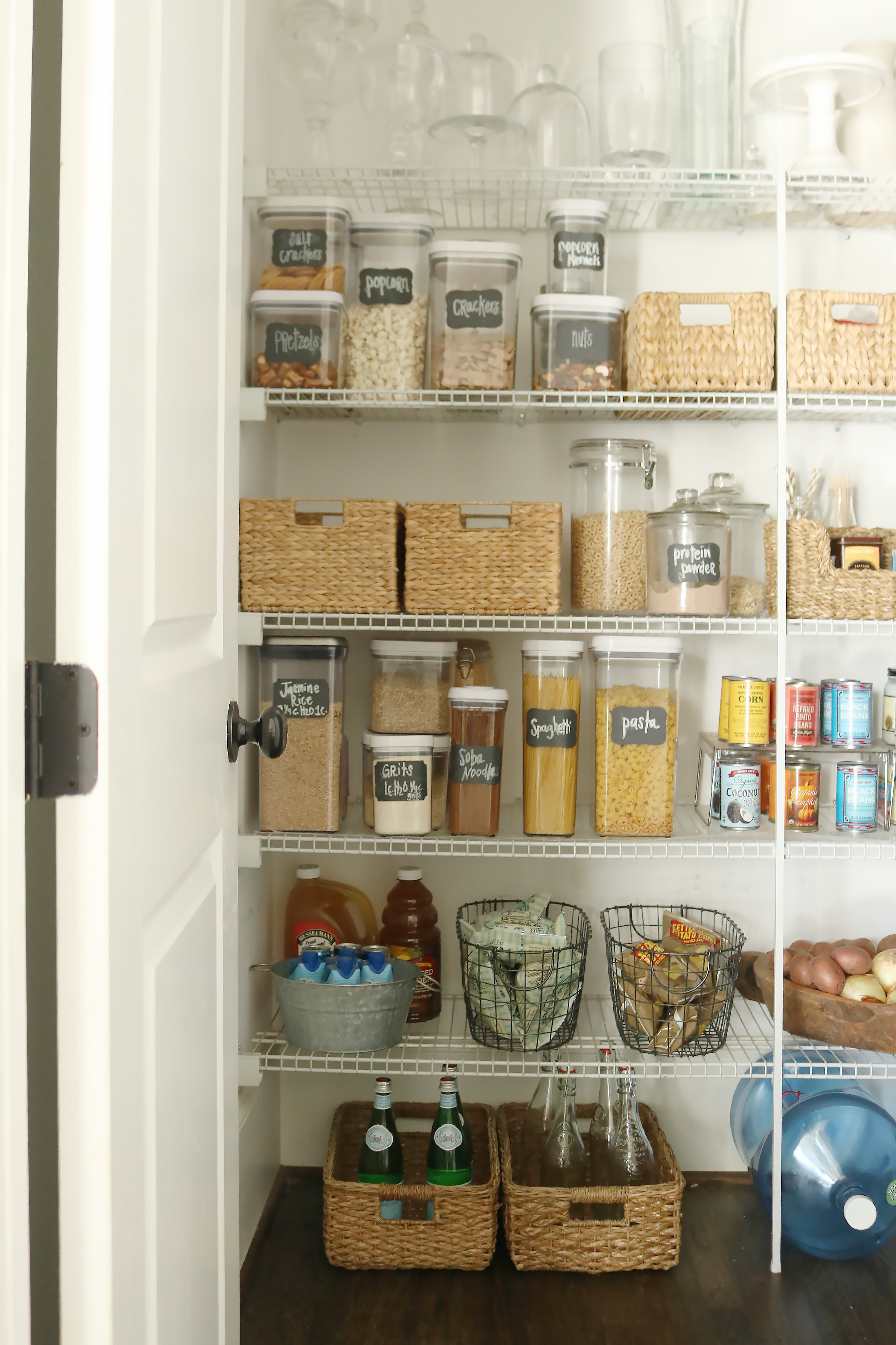 5 Tips for an Organized Pantry || Darling Darleen