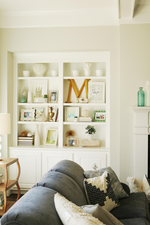 4 Tips for Refreshening Your Bookshelf    Darling Darleen #bookshelfstyling #bookshelfshelfie #darlingdarleen