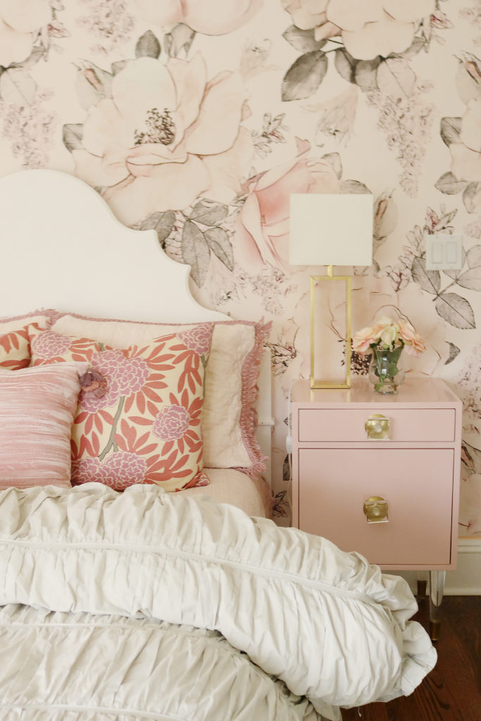 Splurge vs. save home series!  This one is focused on pink and neutral home trends with a little glam traditional and contemporary styles. || Darling Darleen Top New England Lifestyle Blogger #darlingdarleen #darleenmeier