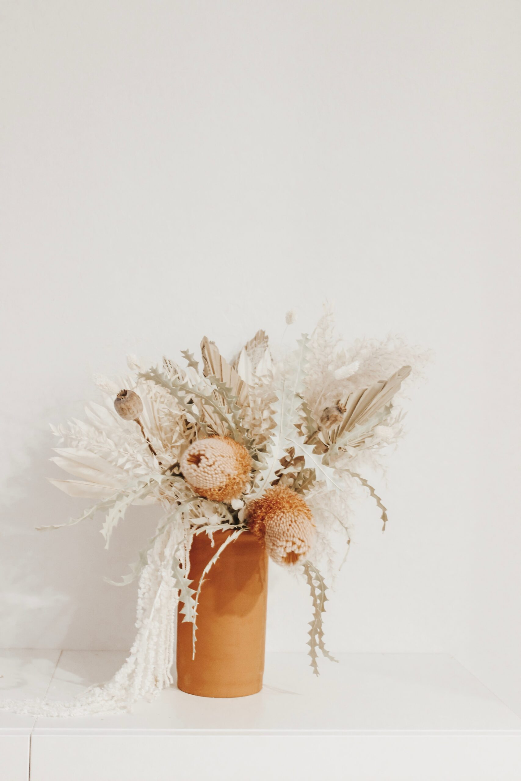 Where to find flowers for dried flower arrangements and the best flowers to choose.  Pampas grass flower arrangements    Darling Darleen Top Lifestyle Connecticut Blogger #driedflowers