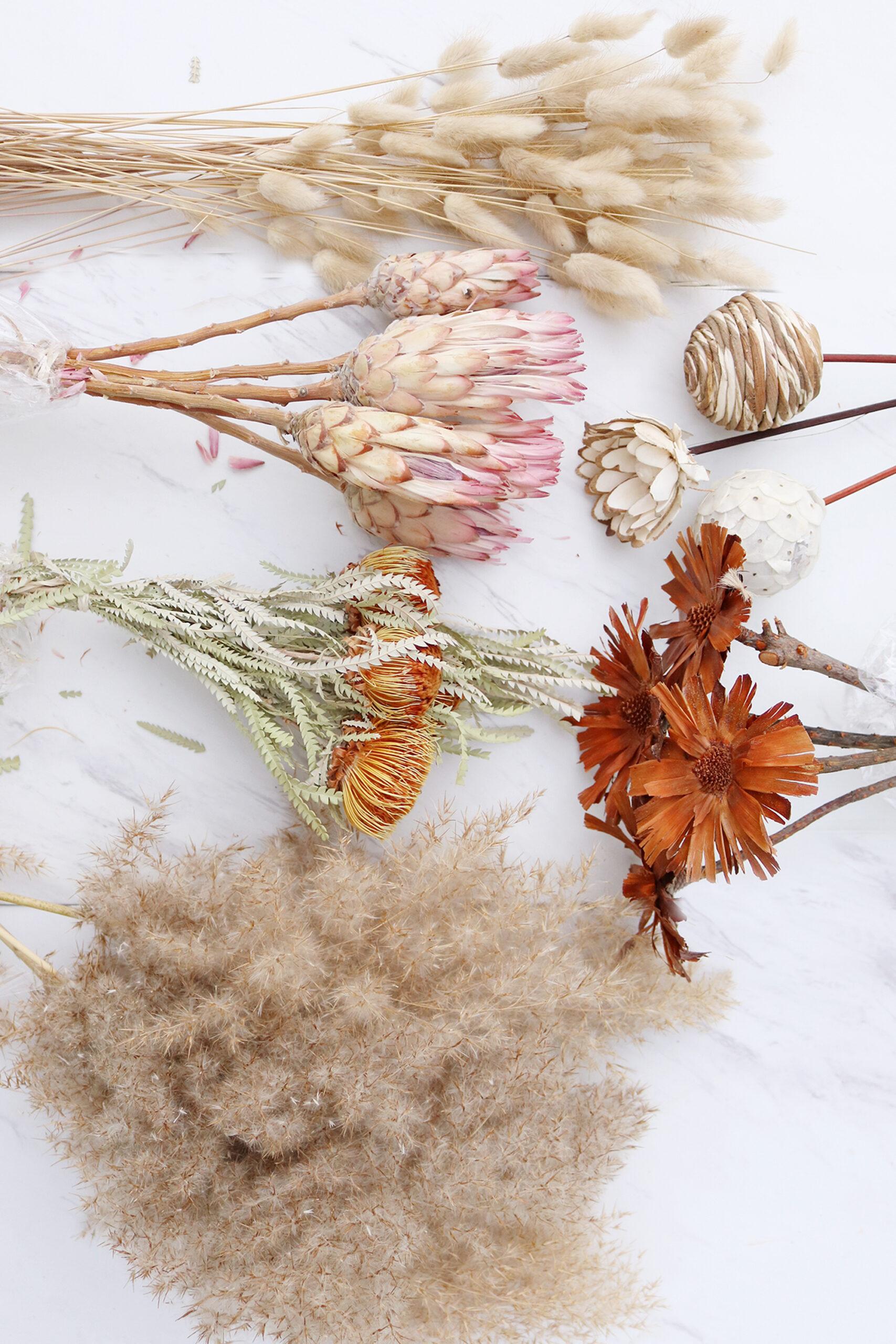 Where to find flowers for dried flower arrangements and the best flowers to choose. Pampas grass, bunny tail and protea flower arrangements    Darling Darleen Top Lifestyle Connecticut Blogger
