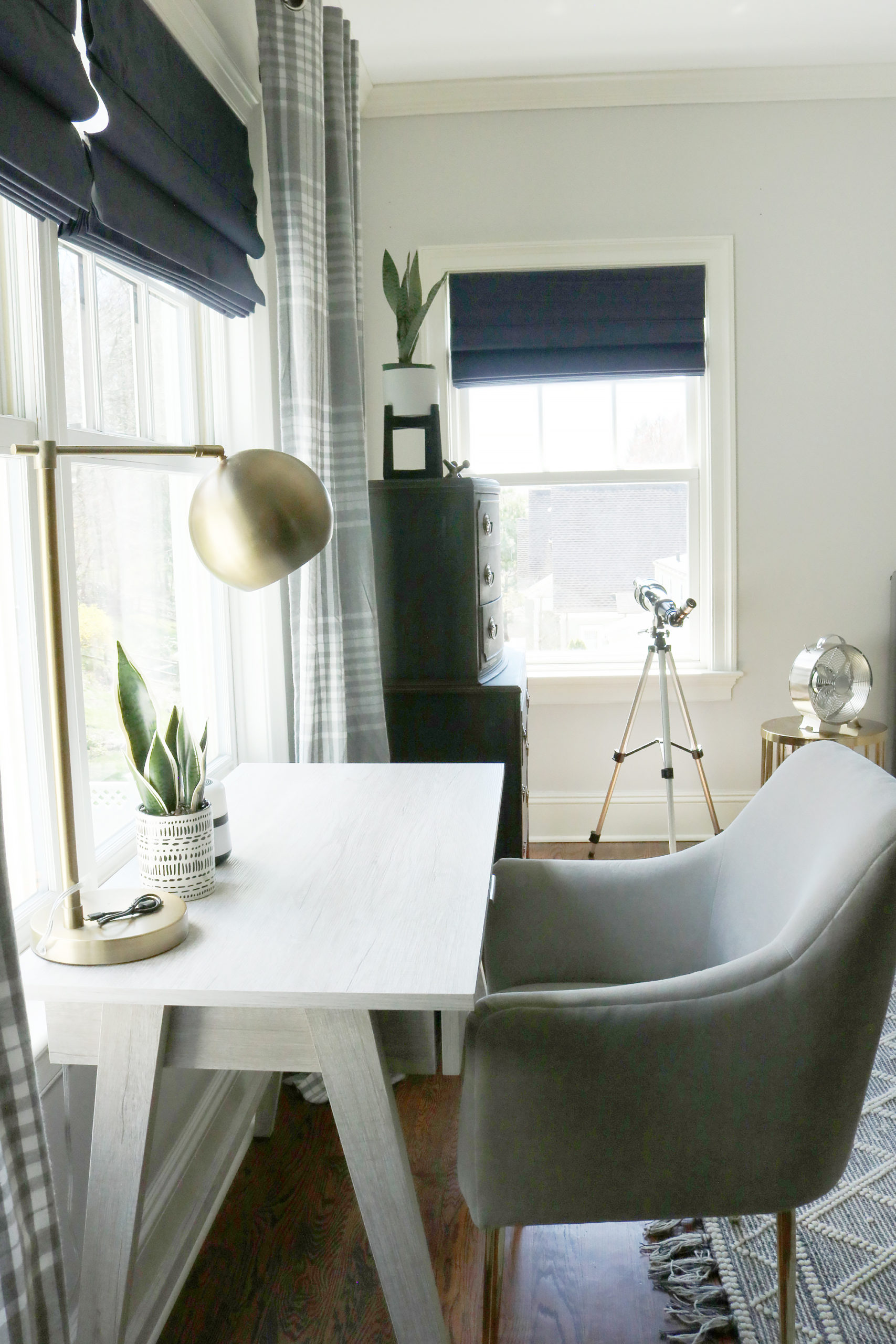 Sharing the reveal of our modern teen boy bedroom that is the perfect transition to a guest bedroom with its subtle colors and simple lines.  Modern line and gallery picture wall of navy and gray || Darling Darleen Top New England Lifestyle Blogger #boybedroom #modernbedroom