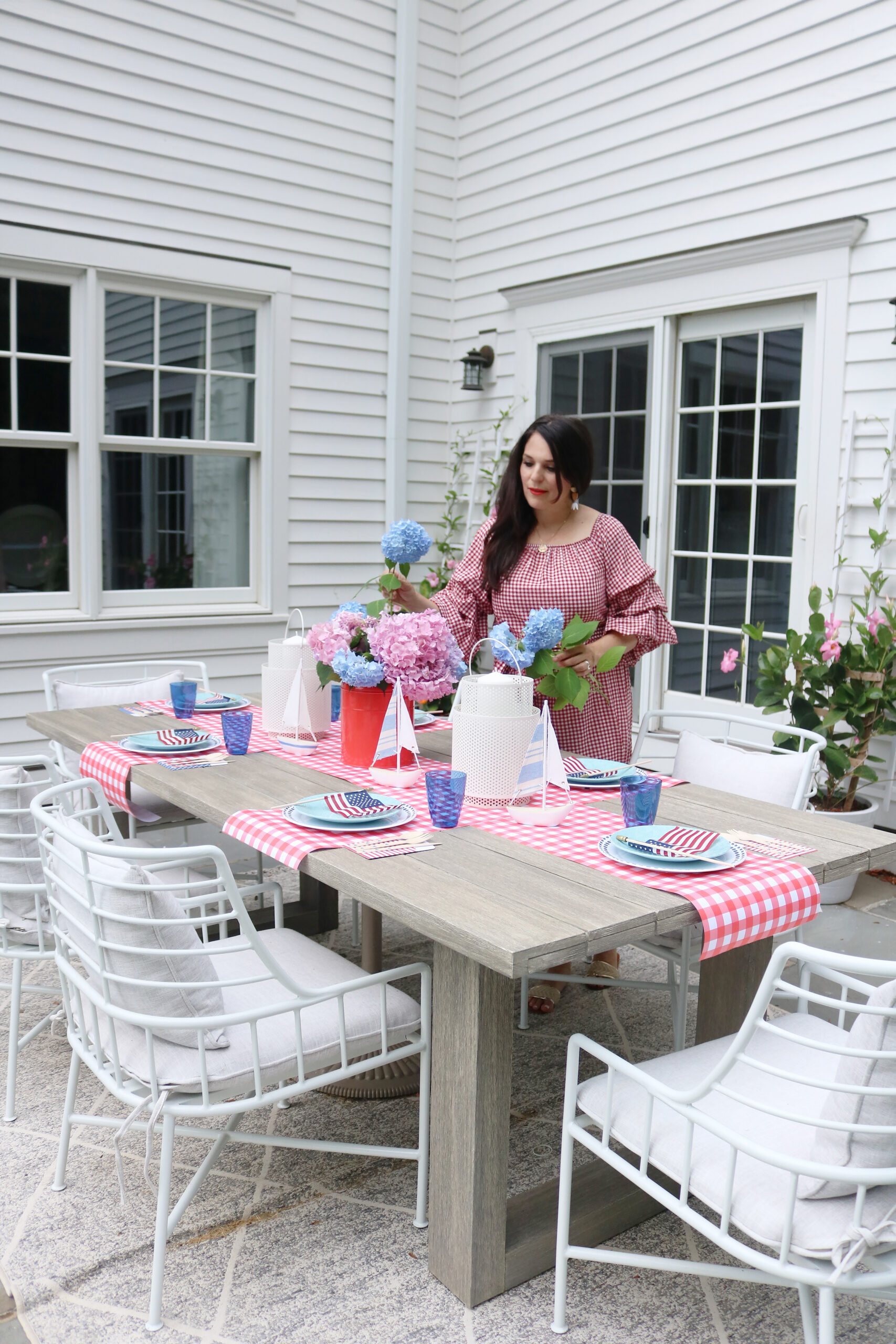 This year host a 4th of July backyard party and sharing simple budget-friendly decorating tips, 4th of july flower arrangements || Darling Darleen Top CT Lifestyle Blogger #4thofjuly