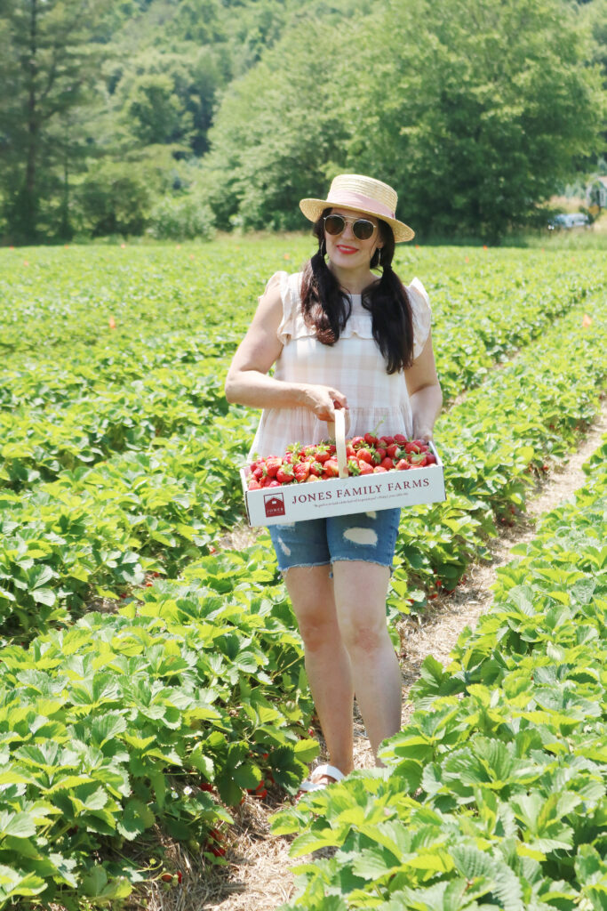 What to wear when picking strawberries? Make sure to wear a sun hat, flowy clothes to stay cool and easily bend down and open toe sandals that are okay to get dirty and wet    Darleen Meier Top Lifestyle CT Blogger #strawberryfieldsforever #darlingdarleen