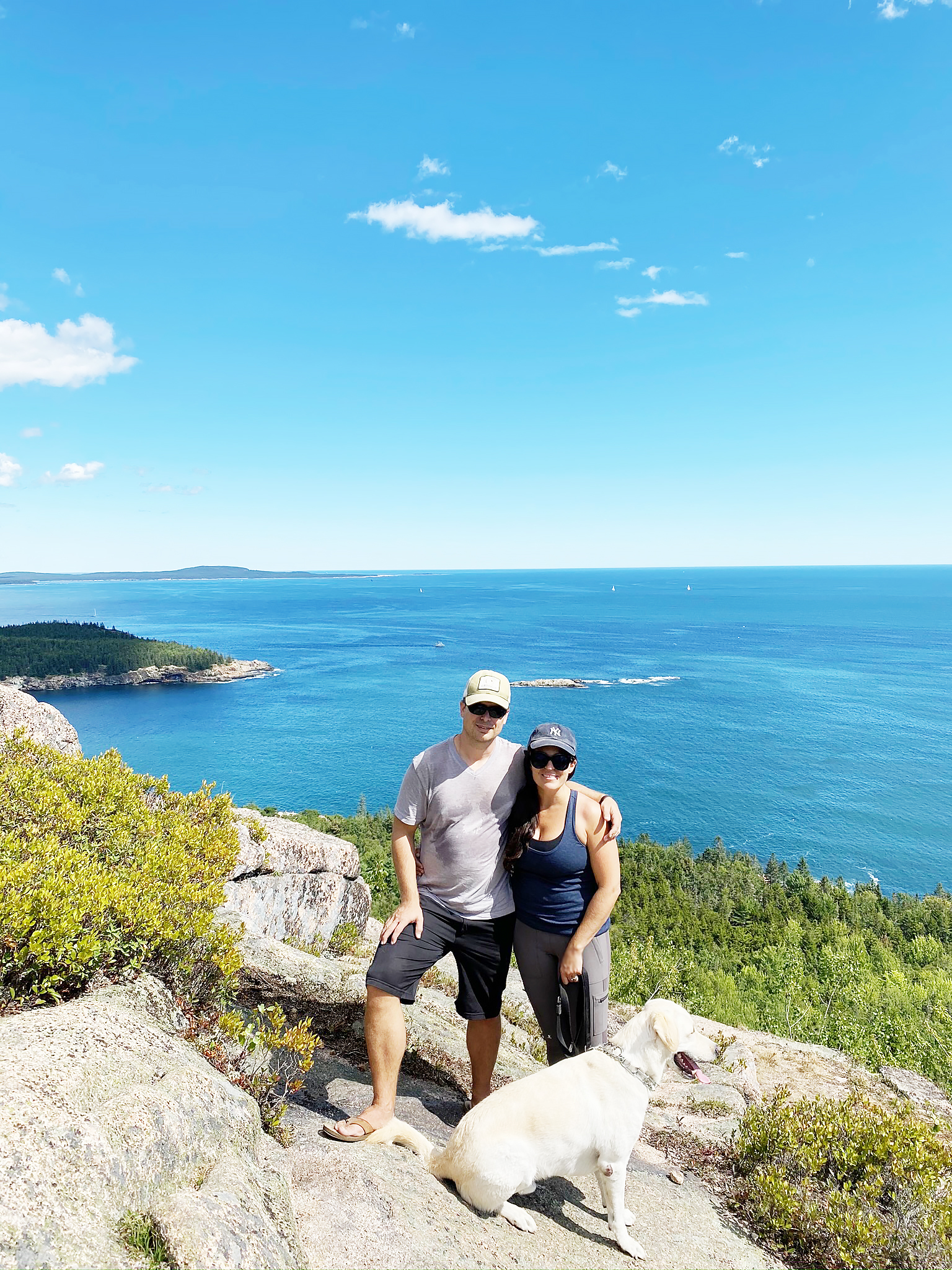 Hiking Acadia National Park what to wear and bring, hiking outfit.  Top of Cadillac Mountain || DarlingDarleen.com Top Lifestyle CT Blogger Darling Darleen #acadia #acadianationalpark