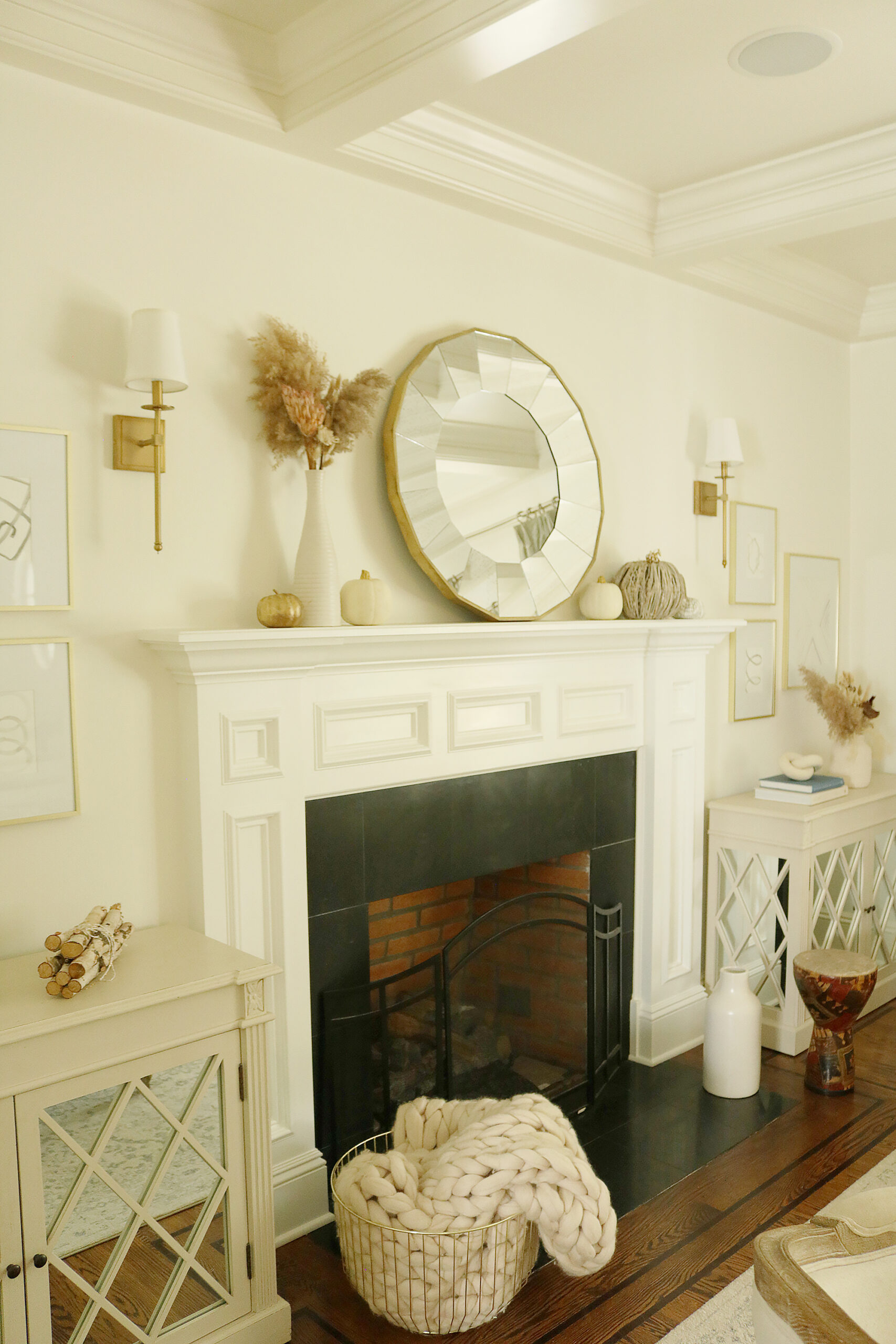 Easy Fall decorations that are simple and minimal but brings that home comfort and cozy look.  Simple Fall mantle decorations || Darling Darleen Top CT Lifestyle Blogger #falldecor #falldecorations #ctlifestyleblogger #darlingdarleen