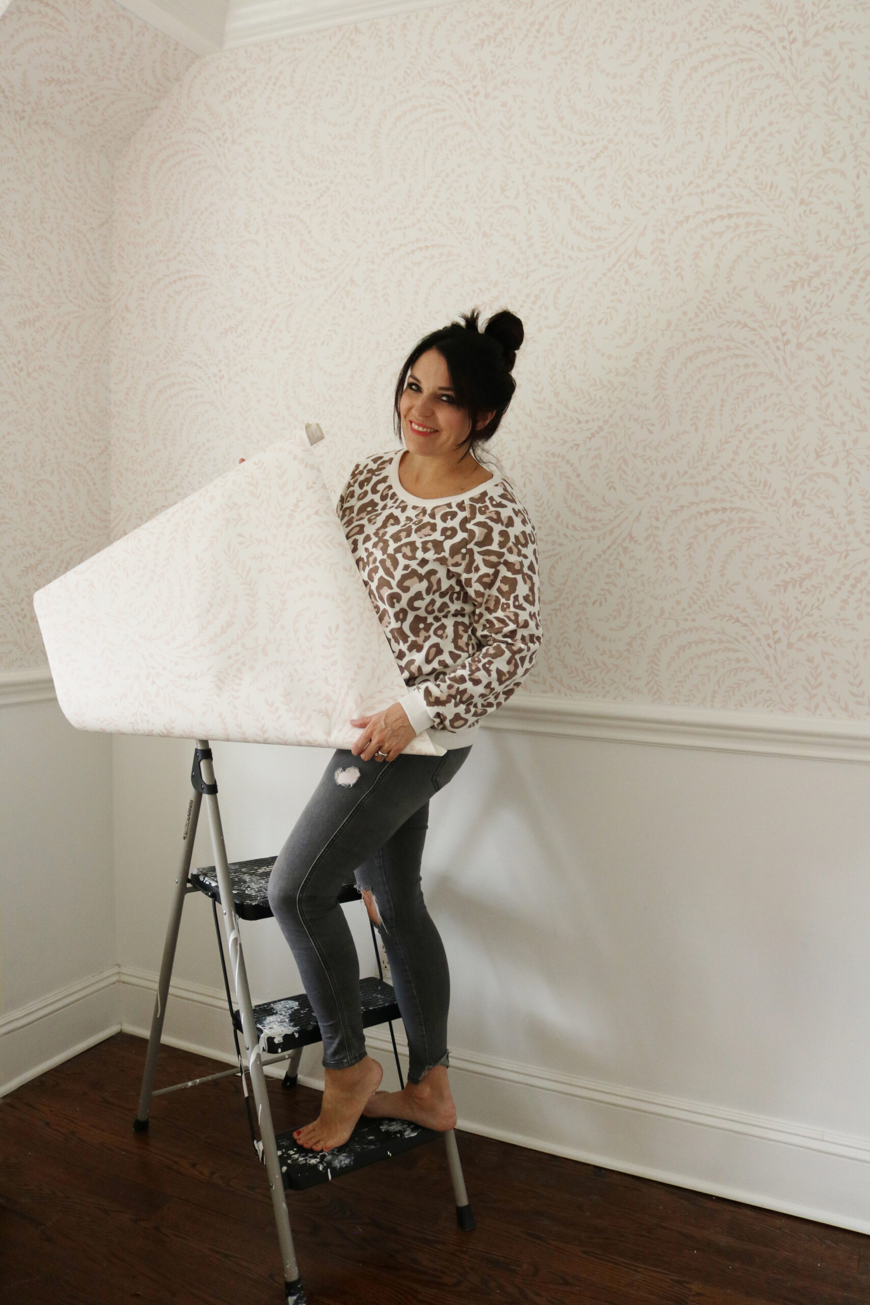 Traditional wallpaper vs. removable wallpaper and comparing the pros and cons of the two!  We are giving the our honest opinion and a few tips when using regular wallpaper or peel and stick wallpaper.    Darling Darleen Top Lifestyle CT Blogger #darlingdarleen #darleenmeier