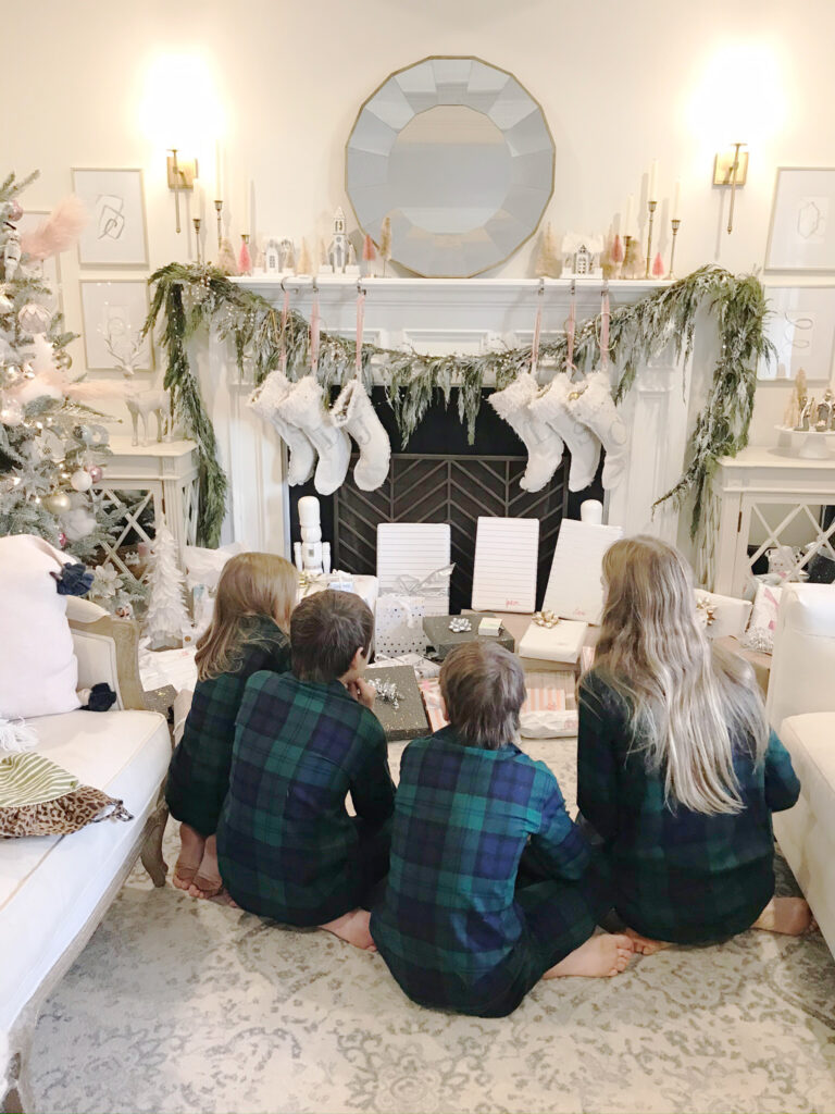 Rounding up the best gifts for your teenage girl this holiday season, gift guide for teenage girls, Christmas list for tween girls, presents for teenager girls, the best holiday gift guides for teenage girls || Darling Darleen Top Lifestyle Blogger #giftguide #holidaygiftguide