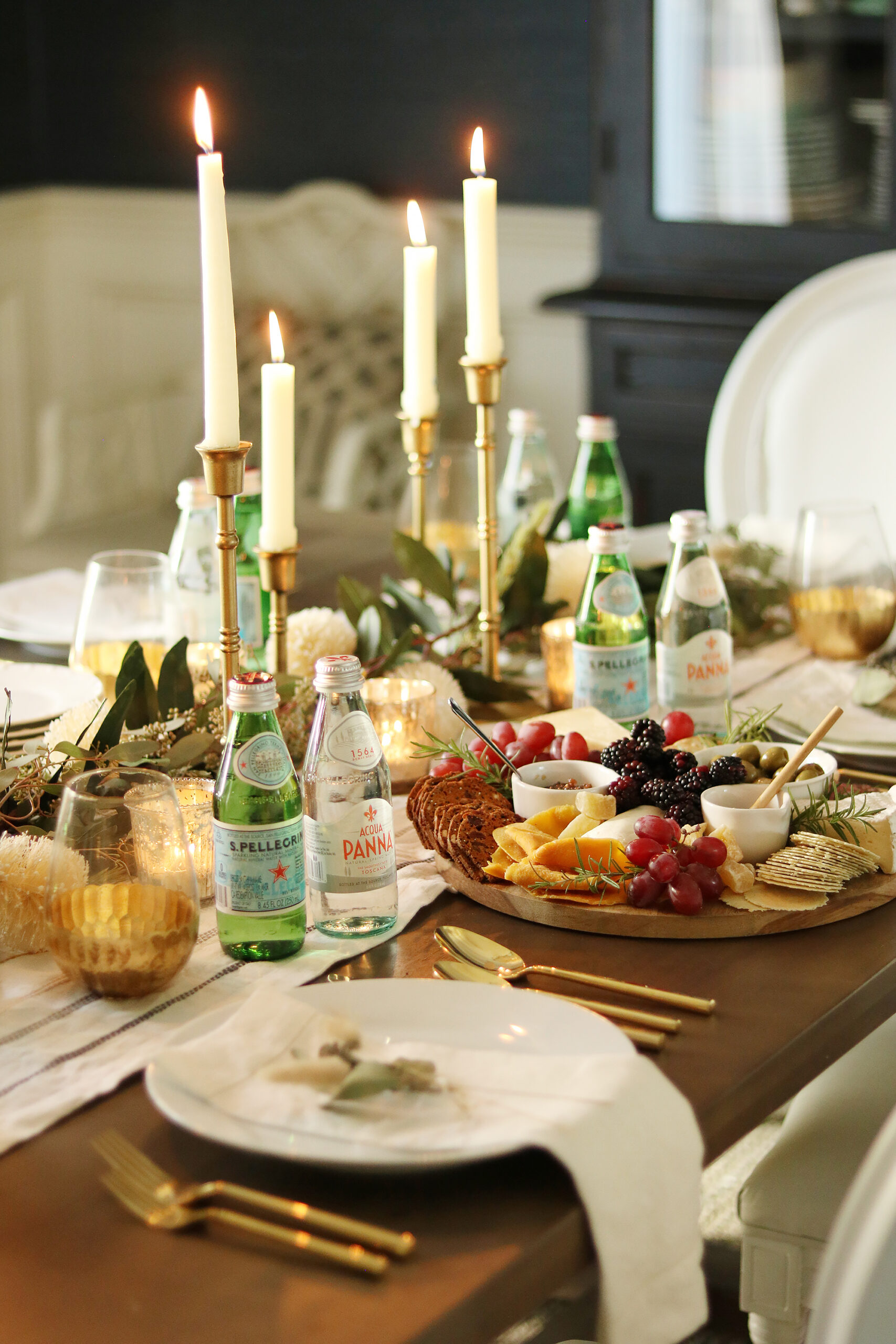 5 Ways to bring the restaurant experience to your home with Acqua Panna and Pellegrino single-serve glass bottles perfect to add the table. || Darling Darleen Top Lifestyle Blogger