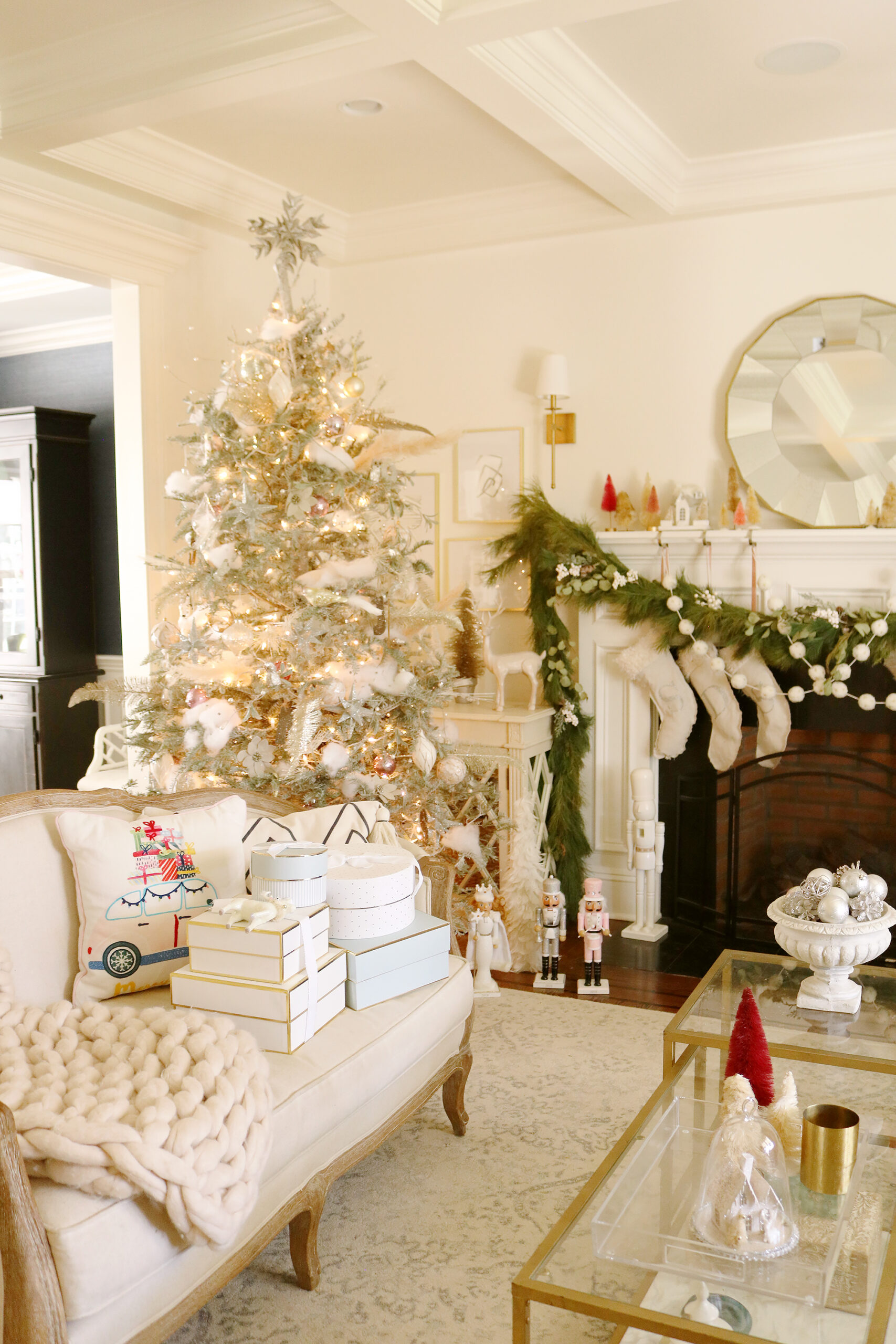 Holiday gifts for the whole family!  Last minute holiday gifts for the family and will get there in time for Christmas, gifts for women, gifts for men, gifts for girls, gifts for boys    Darling Darleen Top Lifestyle Blogger