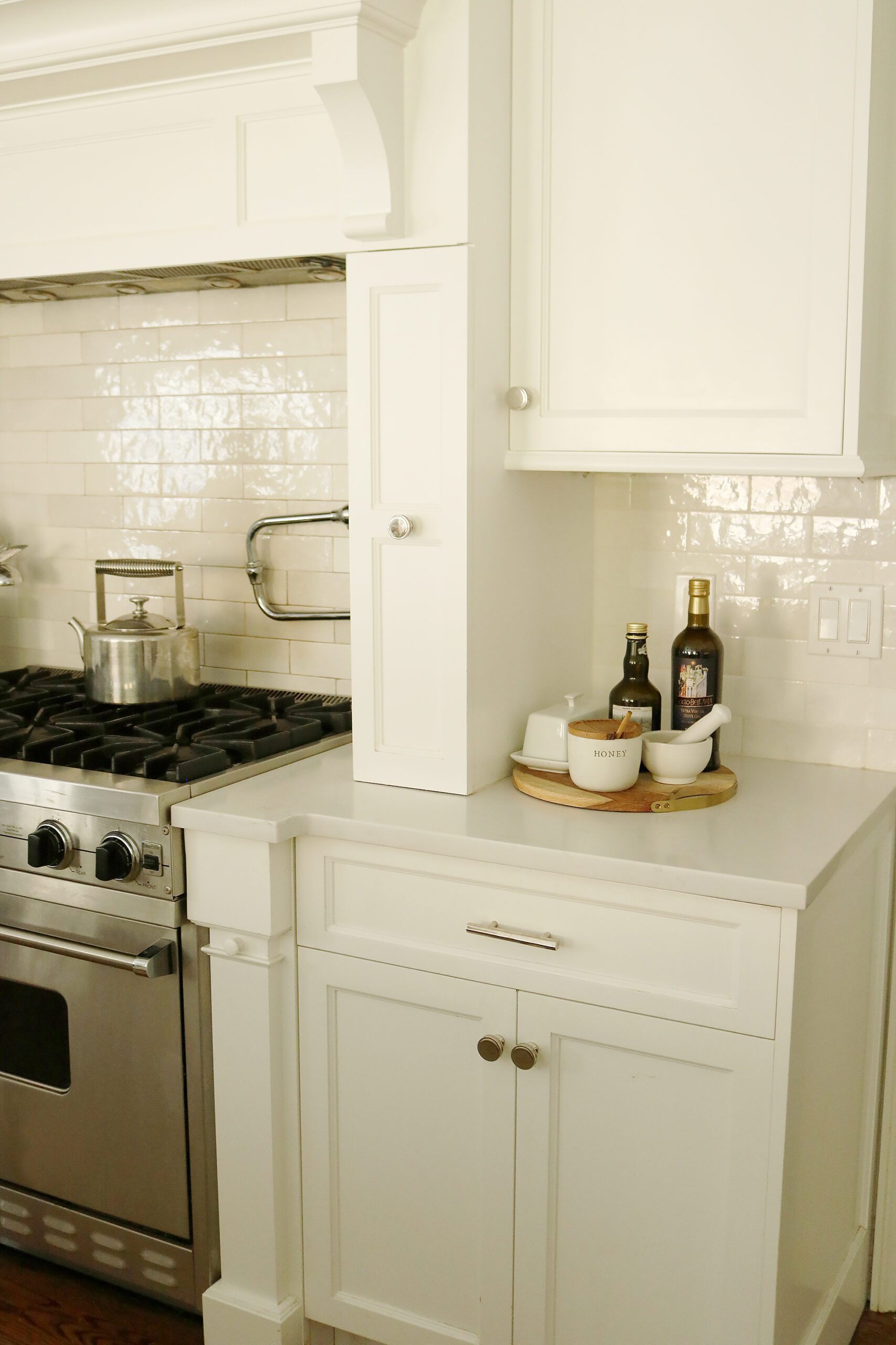 Give your Kitchen refresh with these must-have favorite kitchen items that will help keep it clean, organized and stylish || Darling Darleen Top CT Lifestyle Blogger #darlingdarleen #kitchenitems