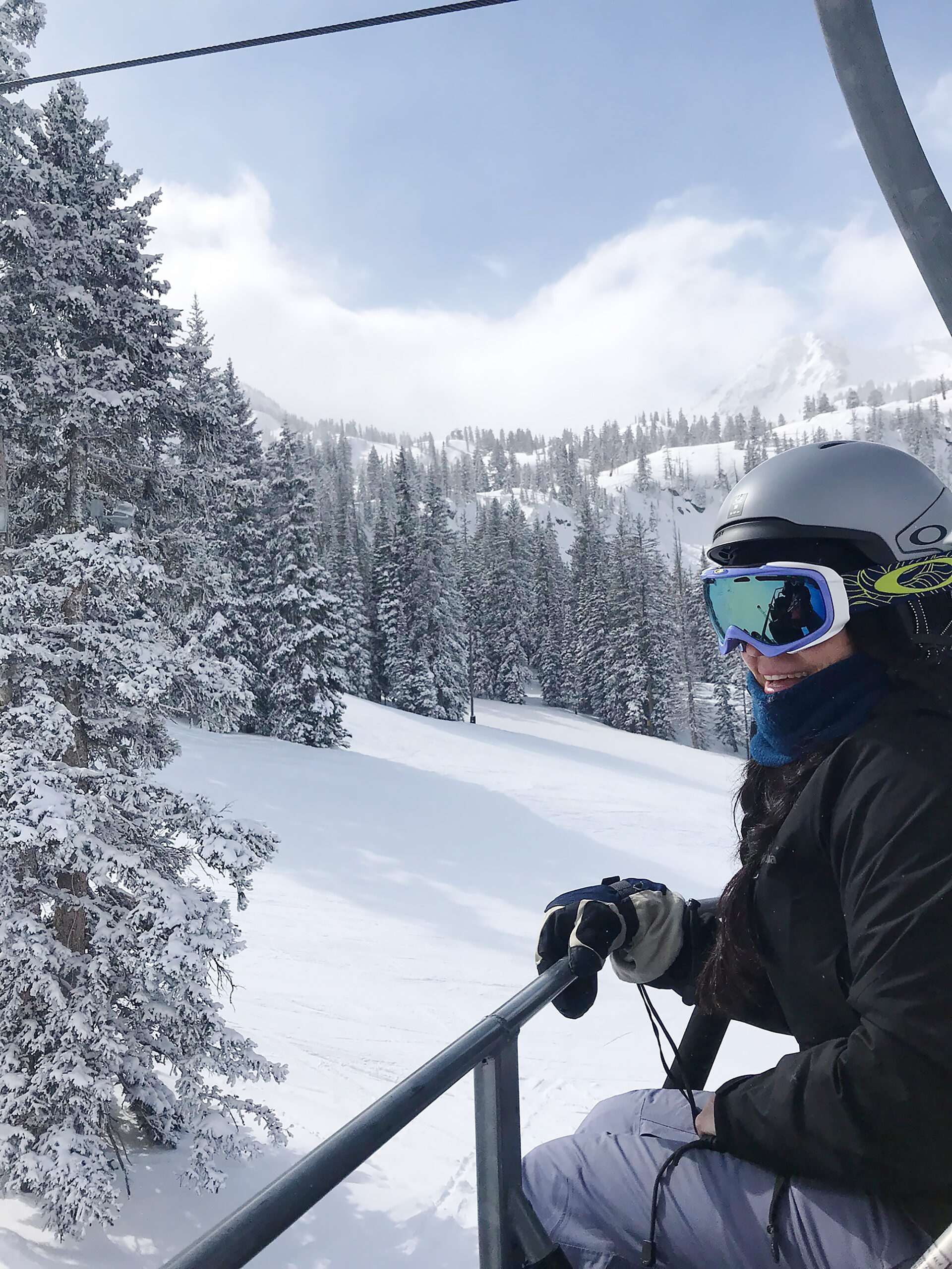 Our Utah Winter Travel Guide is out! Sharing what to Pack and where to Go for a Utah Winter Adventure. Our top 5 winter adventures! Skiing adventures|| Darling Darleen Top CT Lifestyle Blogger