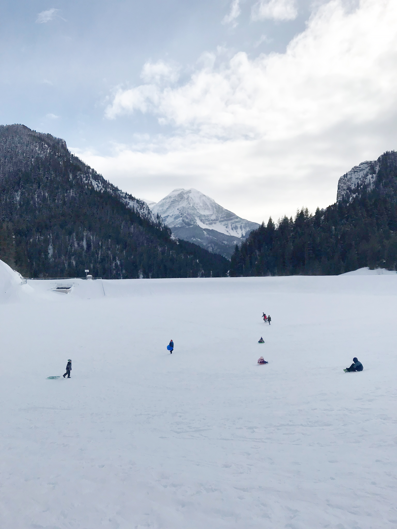 Our Utah Winter Travel Guide is out! Sharing what to Pack and where to Go for a Utah Winter Adventure. Our top 5 winter adventures! Sledding and Hiking Utah Tibble Fork American Fork || Darling Darleen Top CT Lifestyle Blogger