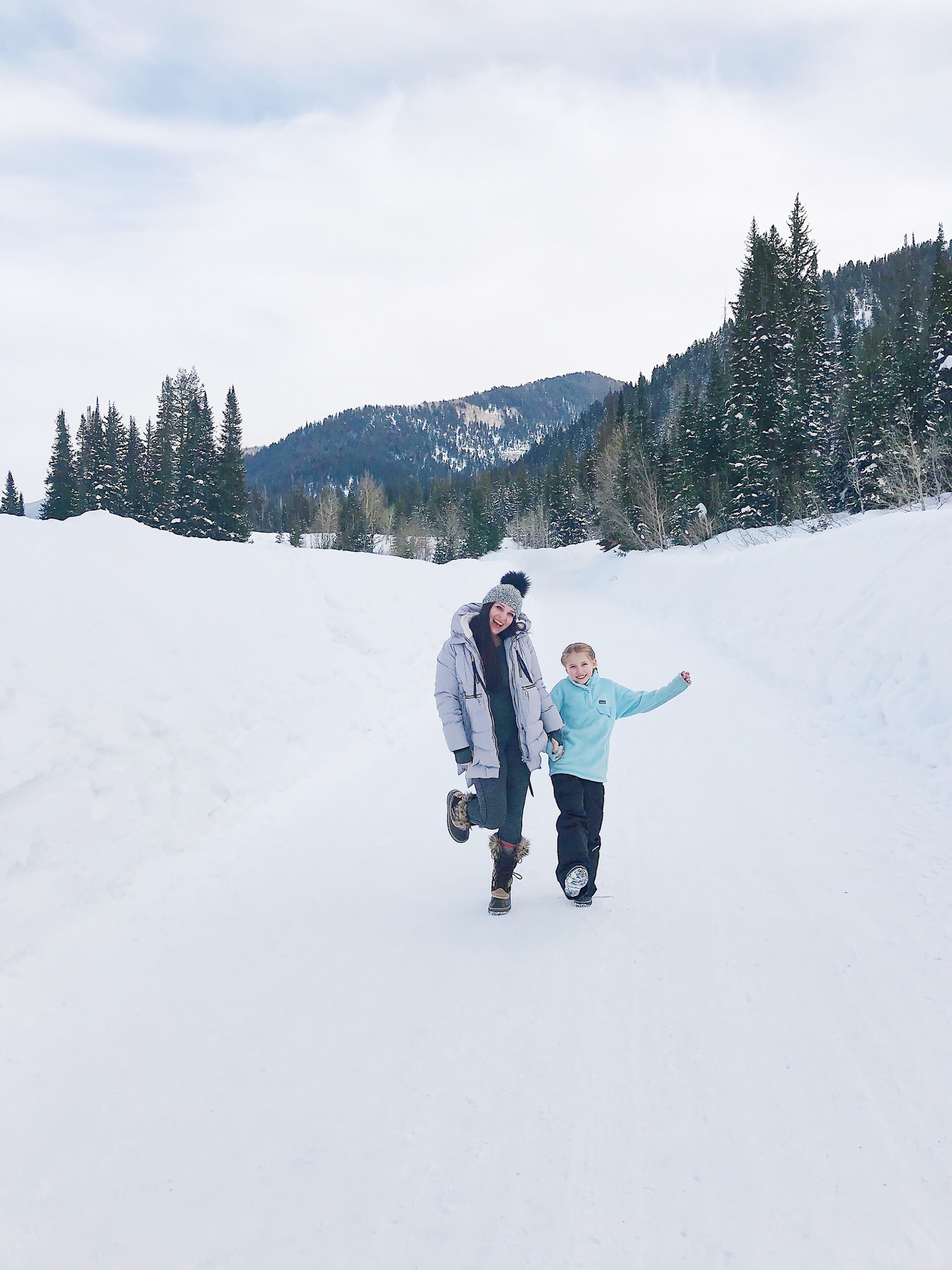 Our Utah Winter Travel Guide is out! Sharing what to Pack and where to Go for a Utah Winter Adventure. Our top 5 winter adventures!  || Darling Darleen Top CT Lifestyle Blogger