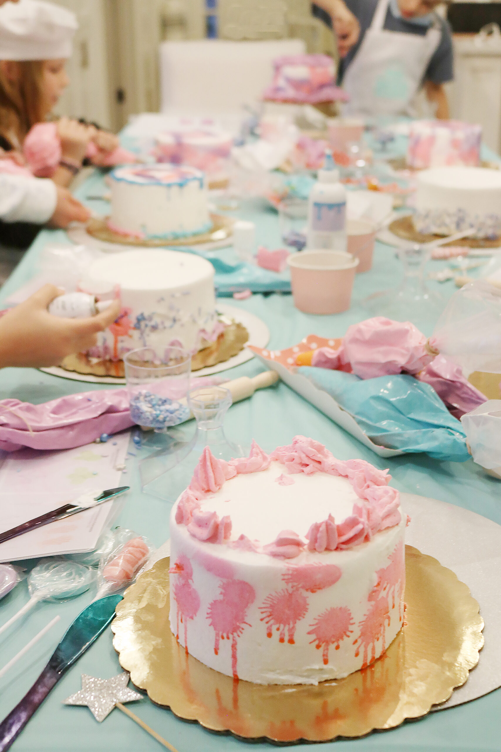 At-Home Cake Decorating Party--easy tips, techniques, supplies and lots of sweets!  You don't have to be a cake decorator to make a pretty cake!     Darling Darleen Top Lifestyle Blogger #darlingdparties #darlingdarleen #cakedecorating
