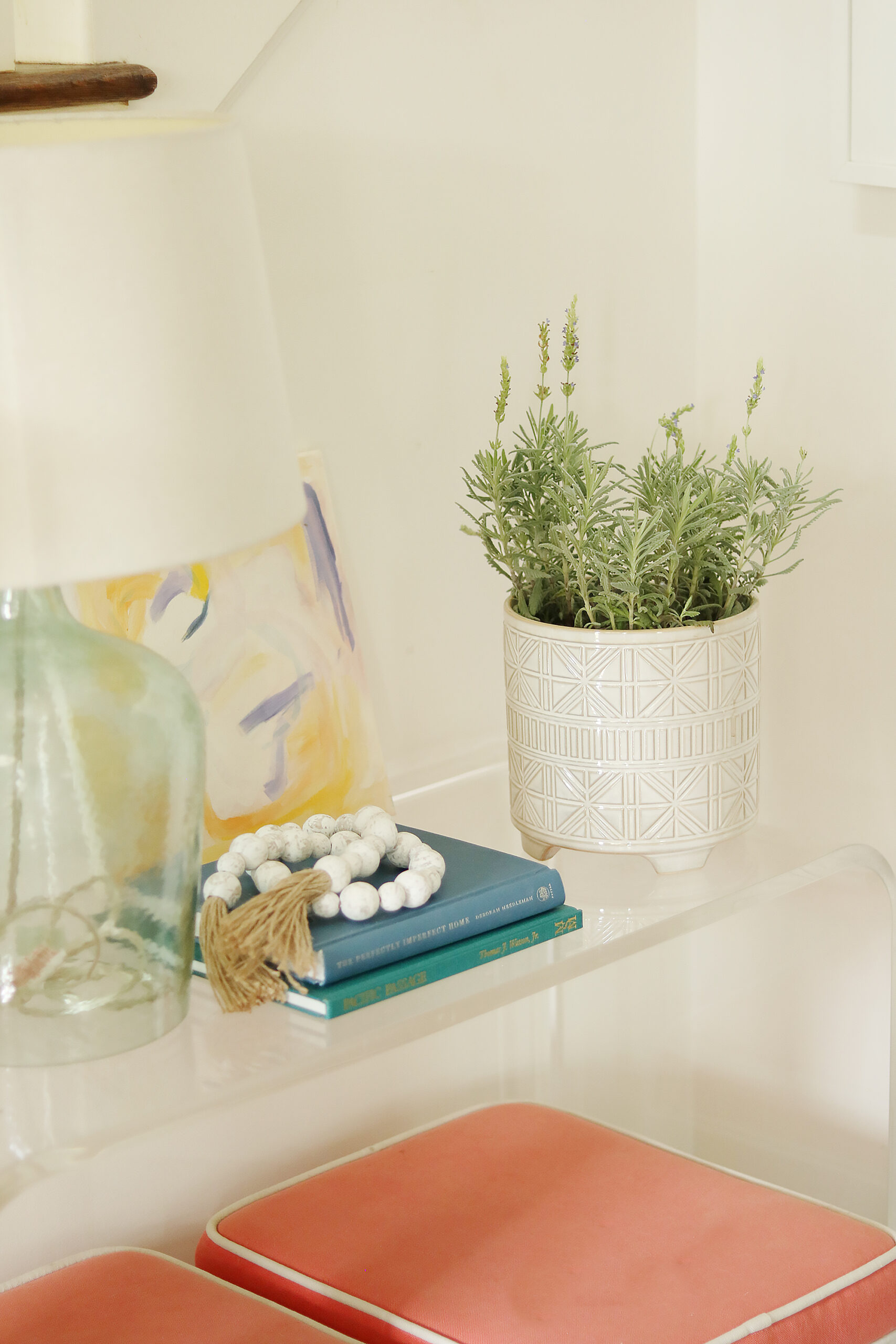 Lavender pot in entry way for spring styling, spring flower || Darling Darleen Top Lifestyle Blogger #lavenderplant #springflower