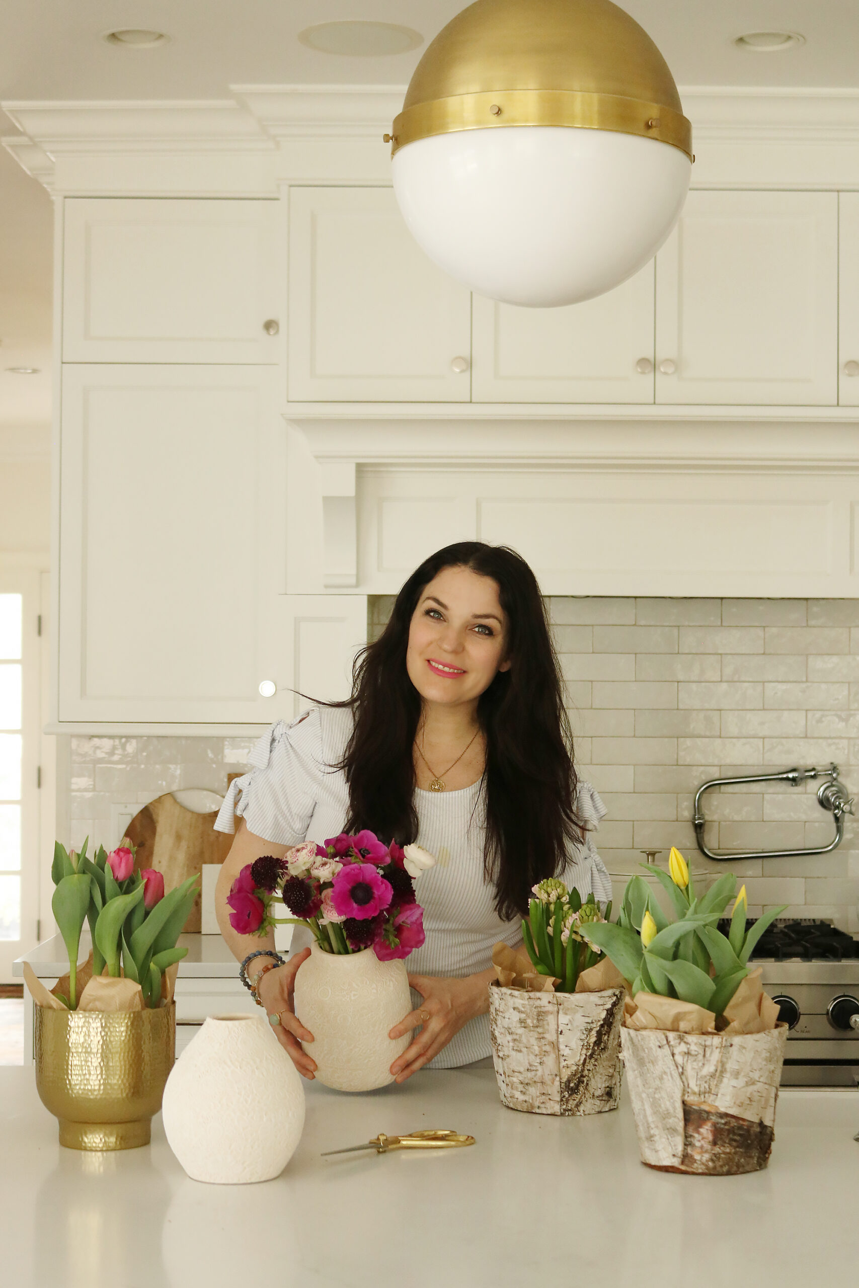 Indoor Styling with Spring Flowers with indoor pots the spring flowers, potted tulips, bring spring flowers indoors, spring bulbs flowers || Darling Darleen Top Lifestyle CT Bloggers #springflowers #pottedflowers